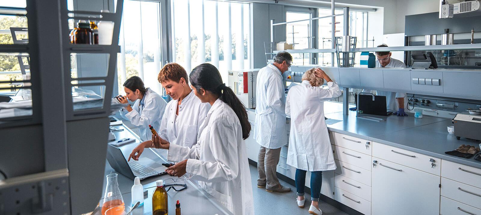 Produkter för medicin och labratorieskåp Medline neutrala medicinskåp